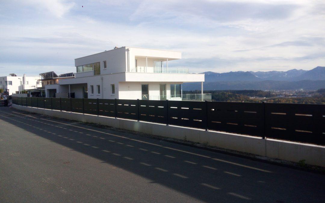 Montaža ograjnih elementov iz perforirane pločevine za podjetje Palisada d.o.o.