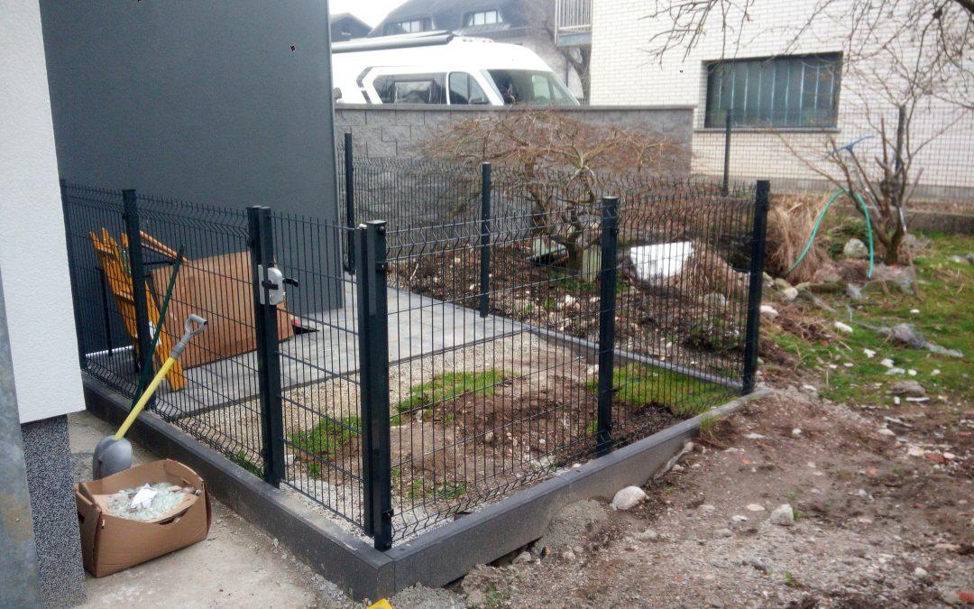 Montaža panelne ograje in osebnega prehoda