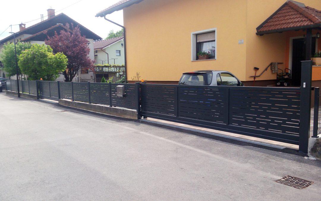 Montaža samonosnih vrat in ograjnih elementov