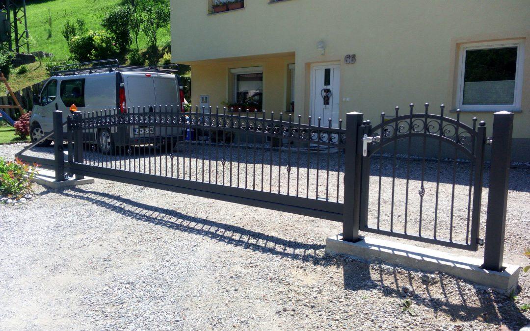 Montaža samonosnih vrat in osebnega prehoda