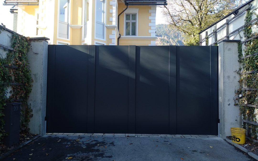 Montaža dvokrilnih vrat za podjetje Palisada d.o.o.