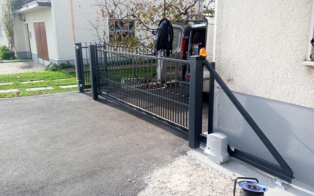 Avtomatizacija samonosnih vrat s pogonom Dynamos600