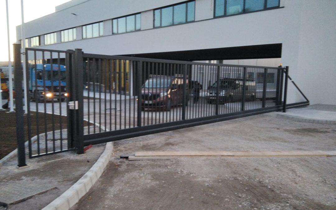 Dobava in montaža samonosnih vrat in OP za podjetje Palisada d.o.o.