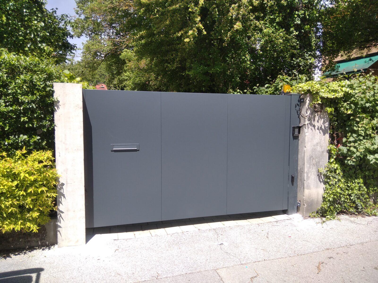 Montaža enokrilnih vrat za podjetje Palisada d.o.o.